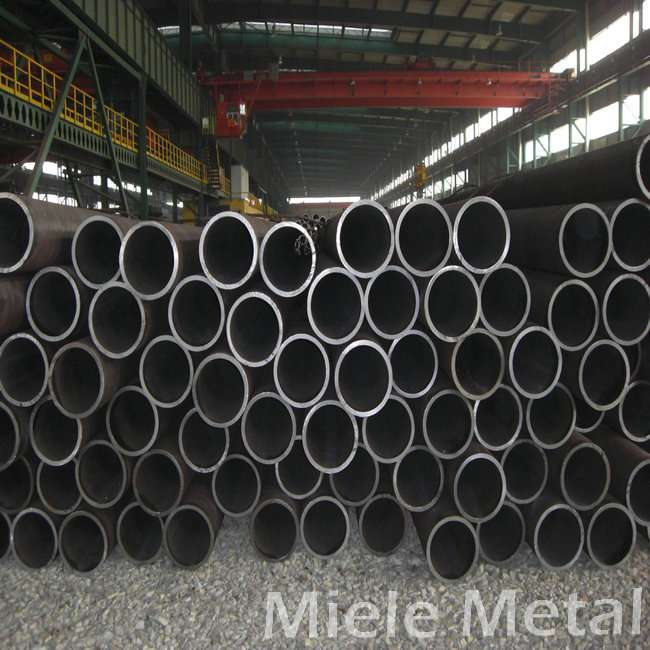 Seamless steel pipe 32 inch carbon steel pipe